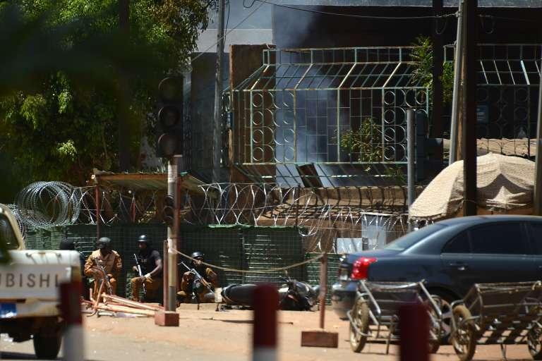 Des membres des forces de sécurité à proximité de l'Institut français de Ouagadougou, le 2 mars 2018.