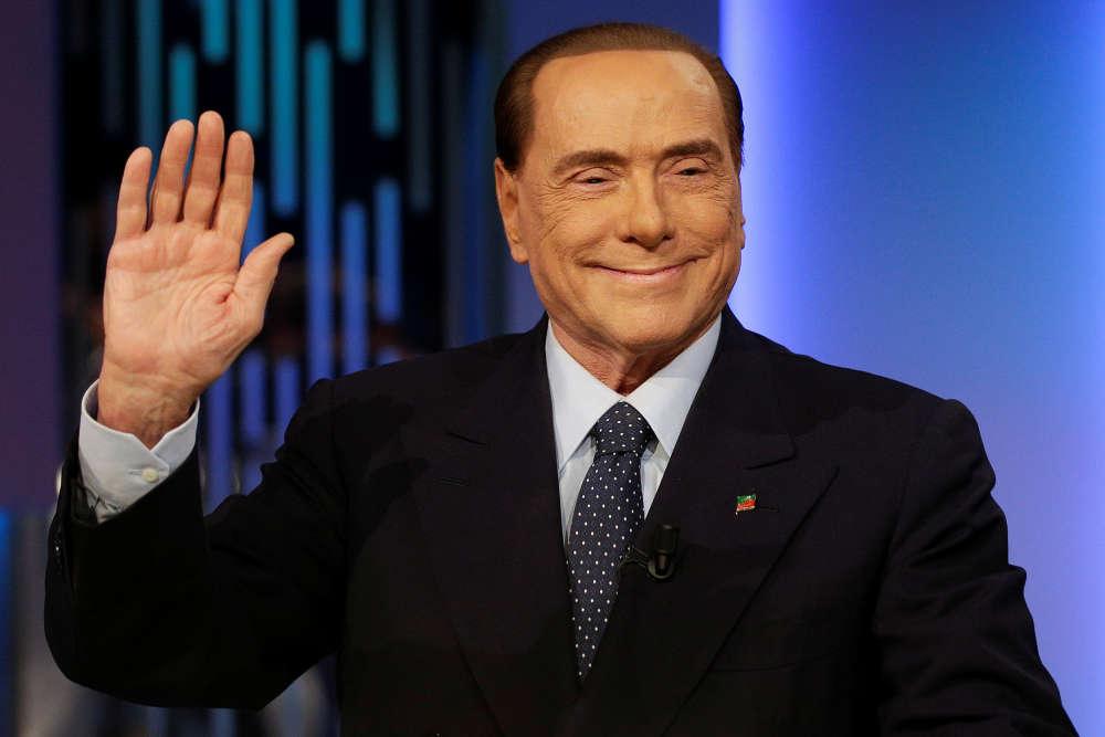 Campagne n° 6 : le « Cavaliere» avant l'enregistrement de l'émission télévisée «8 e Mezzo» (8 et demi) à Rome, en Italie, le 21 février 2018. Cette fois inéligible, Berlusconi fait campagne pour son poulain, Antonio Tajani.