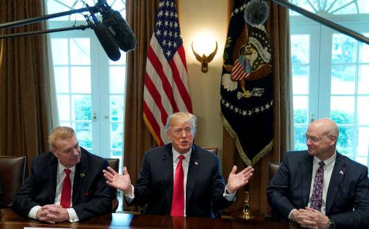 Donald Trump accompagné des PDG des sociétés Nucor et U.S. Steel, à la Maison Blanche, le 1er mars.