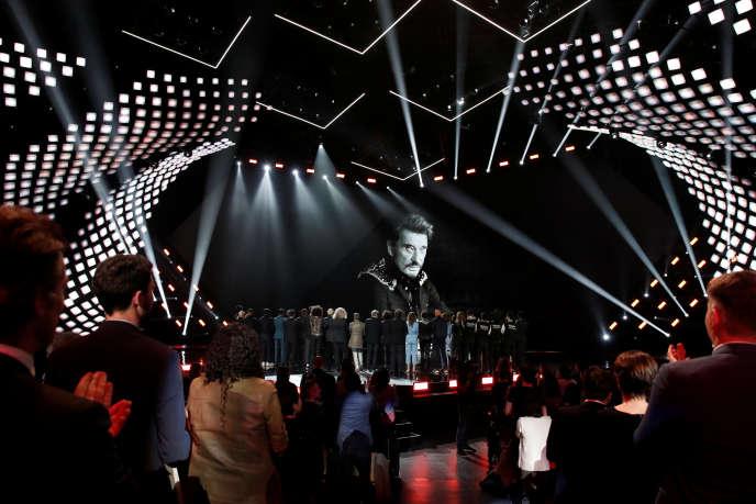 Hommage au chanteur Johnny Hallyday lors de la 23e cérémonie des Victoires de la musique, à Paris, le 9 février 2018.