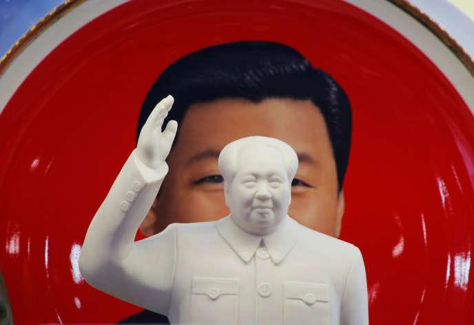 Une statuette de Mao dans un magasin près de la place Tiananmen, à Pékin, en mars.