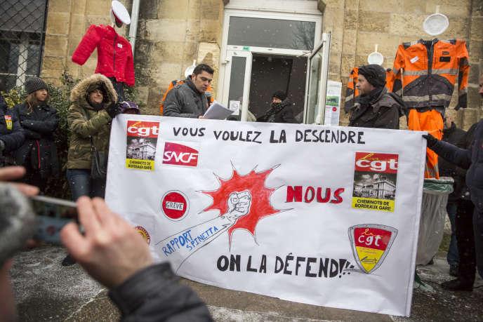 Rassemblement du personnel SNCF de la région Nouvelle Aquitaine, à Bordeaux, le 28février.