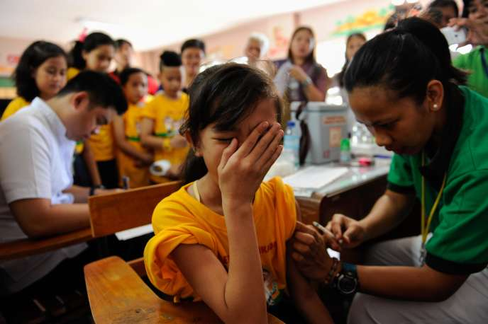 Comme cette fillette à Manille, le 4 avril 2016, 830 000 enfants philippins ont été vaccinés contre la dengue.