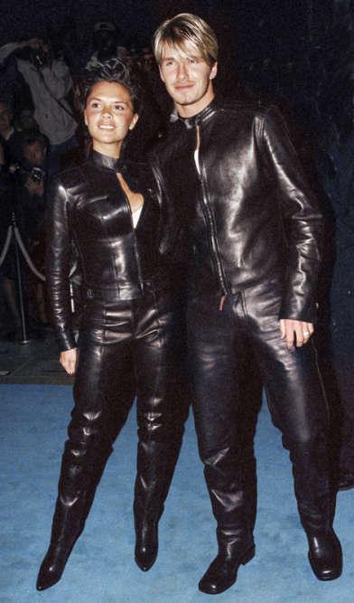 Soiréecuir et bondage ? Raté. ALondres, Victoria et David Beckham honorent de leur présence une sauterie fashion et profitent de l'occasion pour étaler leur bonheur (le mariage est prévu dans un mois), leur réussite (elle cartonne avec les Spice Girls, lui avec Manchester United) et aussi leur audace stylistique. De fait, il en faut une sacrée dose pour s'afficher entièrement vêtus de pièces de cuir signées Gucci alors même que la fête est offerte par Versace. Et qu'en plus, c'est l'été. Et qu'il fait chaud.