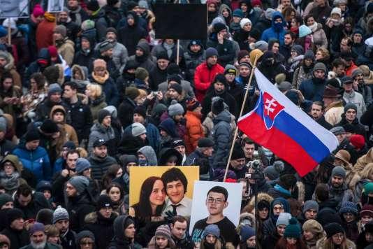 Manifestation en mémoire du journaliste Jan Kuciak et de sa fiancée Martina Kusnirova, à Bratislava, le 2 mars.