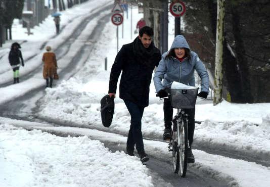 Une rue enneigée à Montpellier, le jeudi 1er mars 2018.Jusqu'à 30 cm de neige sont tombés mercredi et jeudi, paralysant la ville.