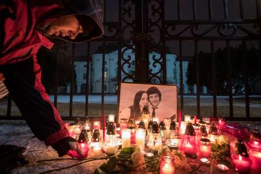 Des milliers de personnes, dont 25 000 à Bratislava, ont participé vendredi 2 mars à des manifestations anti-corruption en hommage au journaliste Jan Kuciak et à sa fiancéeMartina Kusnirova, retrouvés tués par balles dimanche.