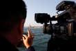 C'est la première fois depuis quarante ans qu'un porte-avions américain jette l'ancre dans un port vietnamien. Les anciens ennemis renforcent leurs liens militaires face aux revendications chinoises de souveraineté en mer de Chine méridionale.