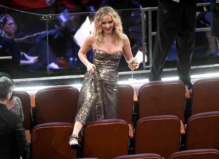 Pas nommée cette année, Jennifer Lawrence a profité des joies du bar.