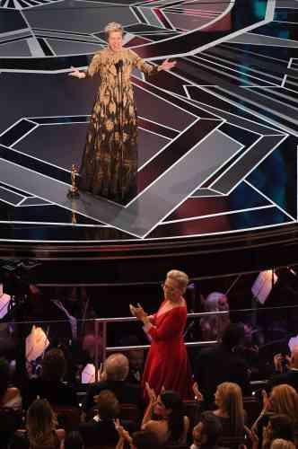 Meryl Streep était debout pour applaudir Frances McDormand qui a reçu l'Oscar de la meilleure actrice pour« 3 Billboards : les panneaux de la vengeance».
