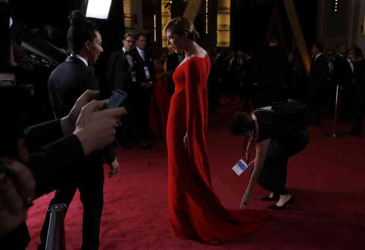 Allison Janney, toute vêtue de rouge, a remporté l'Oscar de la meilleure actrice dans un second rôle pour«Moi, Tonya».
