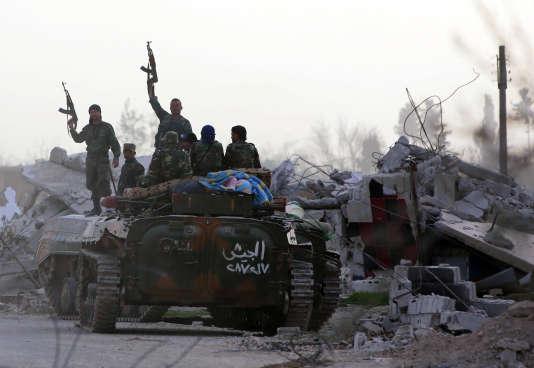 Les forces gouvernementales syriennes à leur entrée dans Al-Shifoniya (Ghouta orientale), le 4 mars.