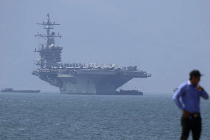 Le« Carl Vinson» dans la baie de Danang, le 5 mars.