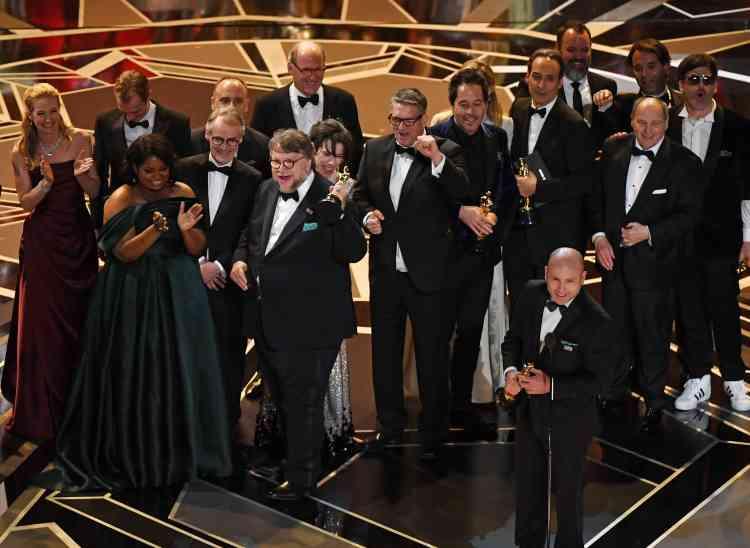 L'équipe du film « La Forme de l'eau» rassemblée sur scène pour célébrer cette consécration.
