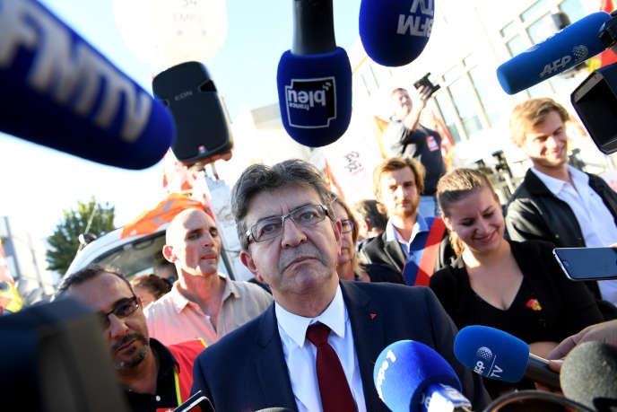 Jean-Luc Mélenchon devant des journalistes, à Grenoble, le 11 octobre 2017.