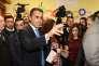 Le chef de file du Mouvement 5 étoiles, Luigi Di Maio, dans son bureau de vote, à Naples, dimanche 4 mars.