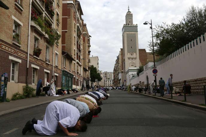 Devant la Grande Mosquée de Paris, le 1er septembre 2017.