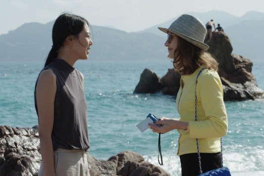 Kim Min-hee et Isabelle Huppert dans le film sud-coréen et français de Hong Sang-soo,«La Caméra de Claire» («Keul-le-eo-ui ka-me-la»).