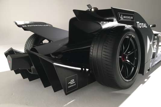 A l'arrière de la FE 2019, un diffuseur remplace l'aileron des séries précédentes.