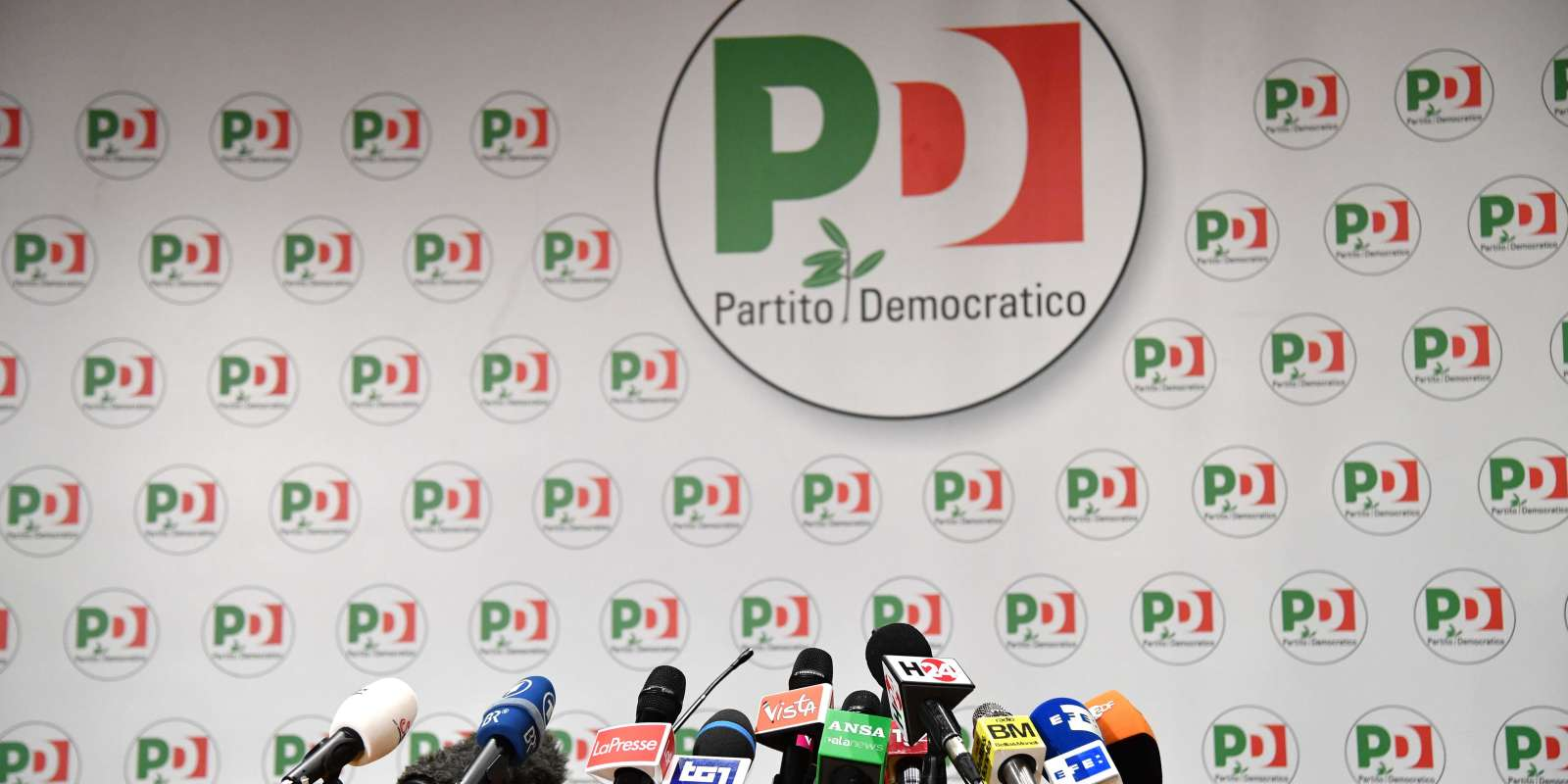 Microphones are set on a table before a press conference of former Prime Minister and leader of the Democratic Party (PD), Matteo Renzi, a day after Italy's general elections on March 5, 2018 at the PD headquarters in Rome. The centre-left coalition led by Renzi's Democratic Party (PD), in power going into the elections, is set to pick up just 23.6 percent of the vote in Sunday's election, down on the last polling figures allowed before the election and a huge blow to the PD's chances of being part of the next government. / AFP / Alberto PIZZOLI