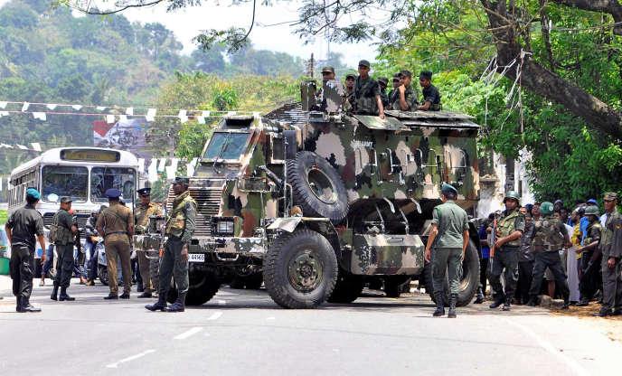 Des soldats sri-lankais déployés à Digana, dans l'Etat de Kandy.