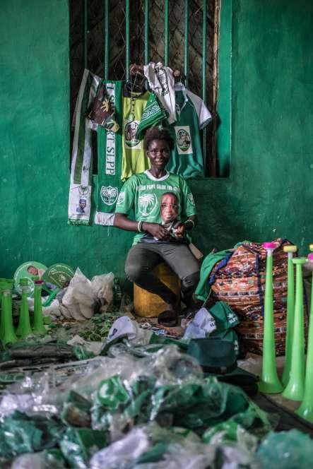 A Bo, une boutique vend des objets à l'effigie du candidat Julius Maada Bio.
