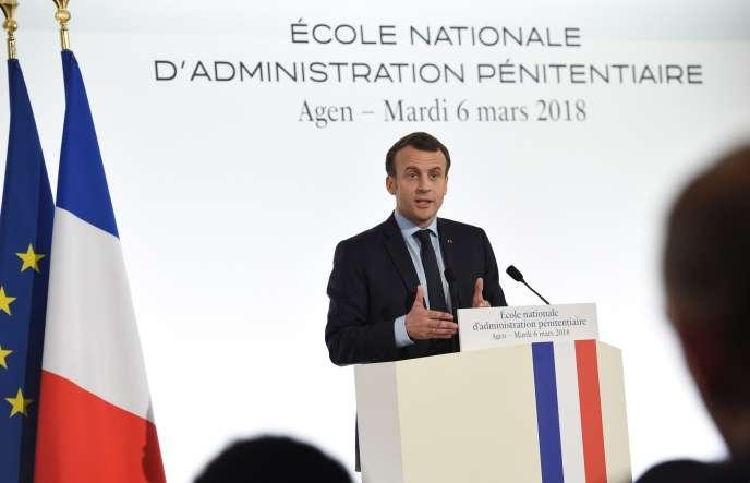 Emmanuel Macron, le 6 mars, à Agen (Lot-et-Garonne), à l'Ecole nationale d'administration pénitentiaire.