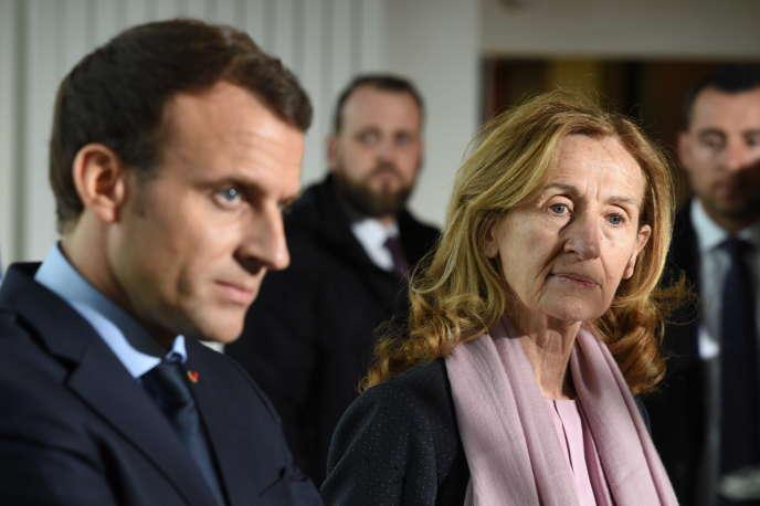 Le président Emmanuel Macron et la ministre de la justice, Nicole Belloubet, lors d'une visite de l'Ecole nationale d'administration pénitentiaire, le 6 mars à Agen.