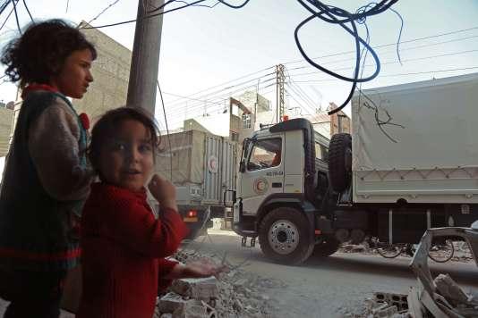 Arrivée du convoi d'aide humanitaire à Douma (Ghouta orientale), le 5 mars.