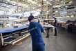 Des ouvriers du site de Blagnac, près de Toulouse, travaillent sur un Airbus A380.