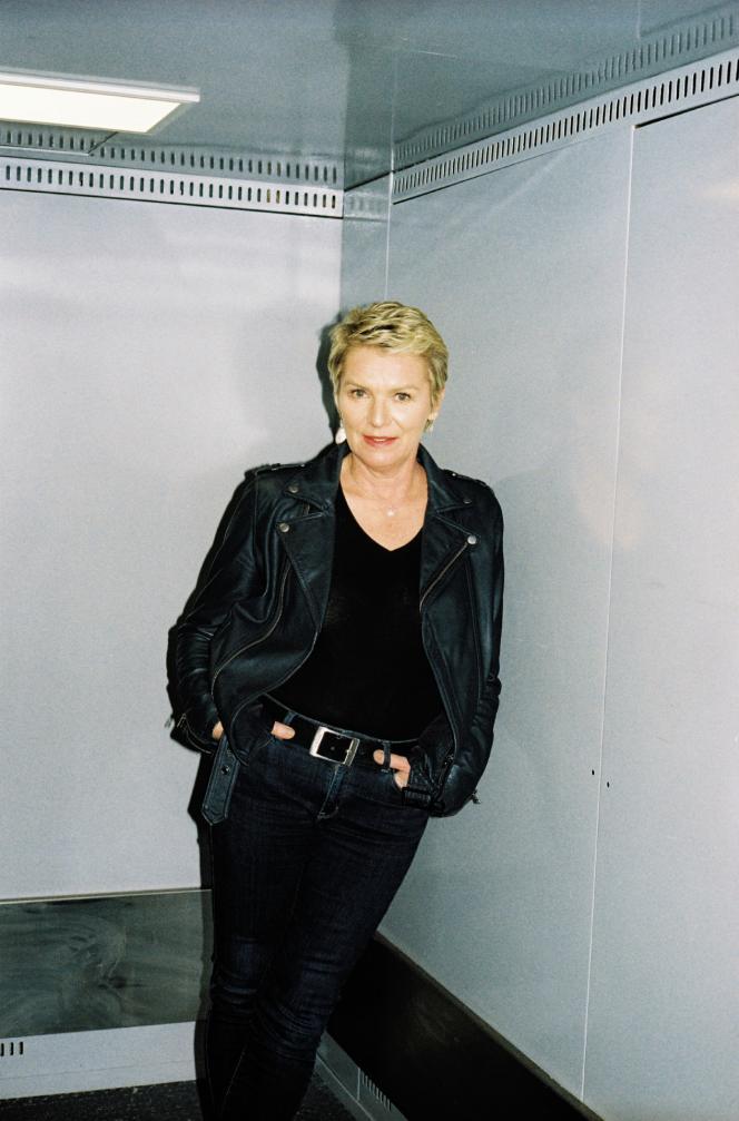 Elise Lucet dans les locaux parisiens de l'agence Premières Lignes, qui produit«Cash Investigation», le 6février.
