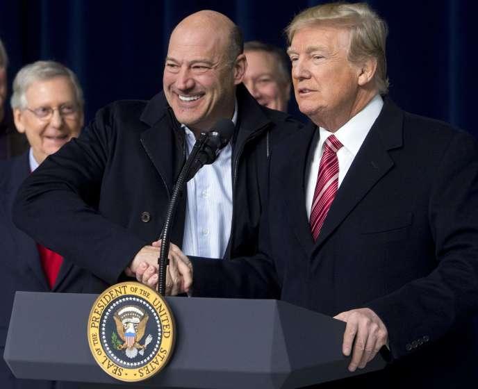 Le conseiller économique de la Maison Blanche Gary Cohn, et le président américain, Donald Trump, le 6 janvier, à Thurmont, dans le Maryland.