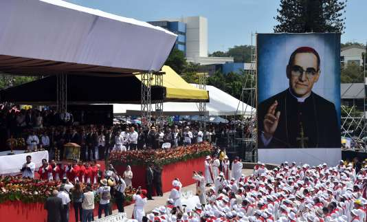Messe célébrant la béatification d'Oscar Romero, prise le 23 mai 2015 à San Salvador, au Salvador.