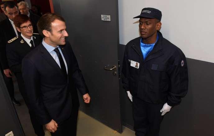 Emmanuel Macron à l'Ecole nationale d'administration pénitentiaire d'Agen, le 6 mars 2018.
