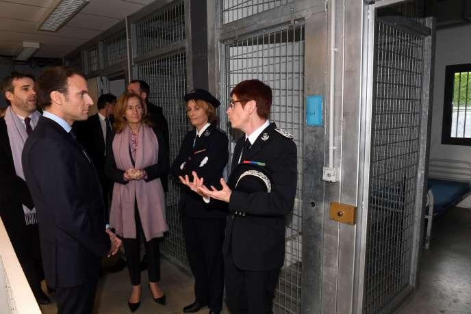 Le président Macron visite l'Ecole nationale d'administration pénitentiaire à Agen (Lot-et-Garonne), le 6 mars.