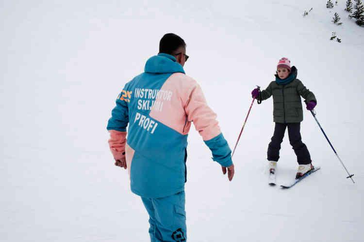 Aujourd'hui, « il n'y a même pas assez de place pour que les enfants apprennent à skier », se plaignent des parents sur les rares pistes ouvertes.