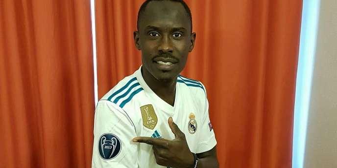Une photo postée sur Facebook par Ahmed Khamis avec son maillot du Real Madrid.