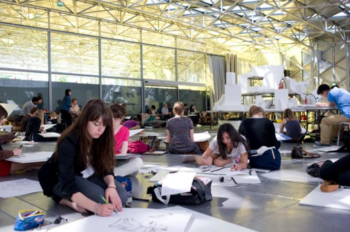 A l'Ecole supérieure d'art et de design de Saint-Etienne (Esadse).