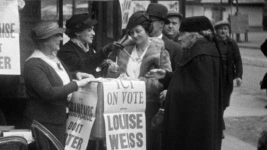 Soutien à la candidature symbolique de Louise Weiss aux élections municipales en 1935.