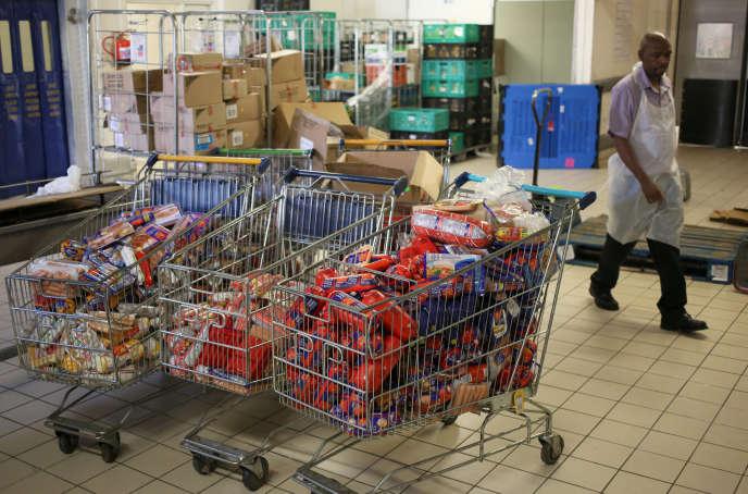 Des saucisses Polony retirées de la vente dans un magasin sud-africain, à Johannesburg, le 5 mars.
