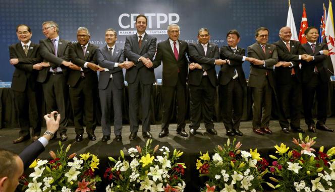 « Onze nations ont ratifié le 8 mars au Chili l'un des accords de libre-échange les plus exhaustifs à ce jour, l'Accord de partenariat transpacifique global et progressiste (PTPGP)». (Photo : Après la signature qui ratifiait le TPTGP – Comprehensive and Progressive Agreement for Trans-Pacific Partnership (CP TPP)–, à Santiago du Chili, jeudi 8 mars.