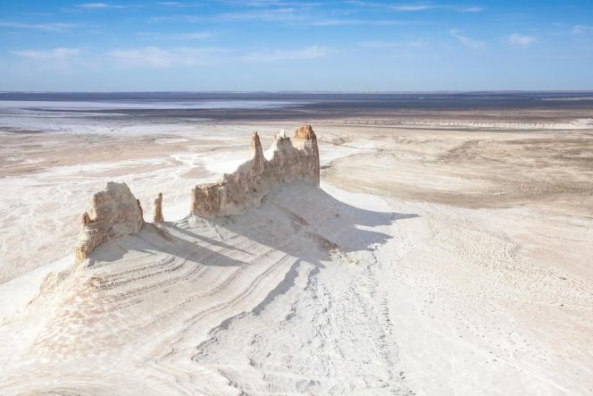 Montagnes blanches de Bosjira, aux abords du plateau d'Oust-Ourt, dans le Manguistaou, au Kazakhstan.