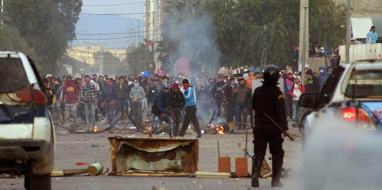 Des manifestants protestent contre le chômage et la pauvreté dans le centre de Kasserine, en janvier 2016.