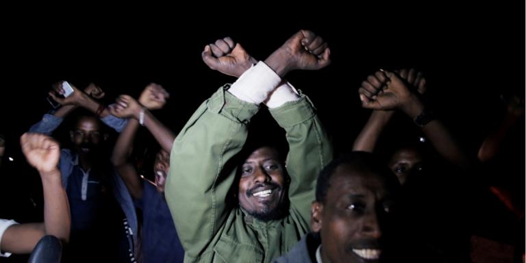 Des partisans de l'opposant éthiopien Bekele Gerba célèbrent sa libération, le 13février 2018, à Adama, dans la région Oromia.