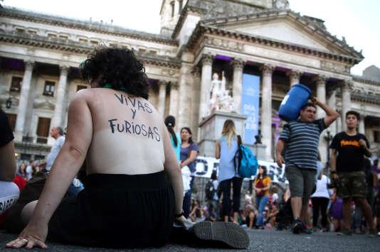 Devant le Congrès argentin, le 8 mars à Buenos Aires.