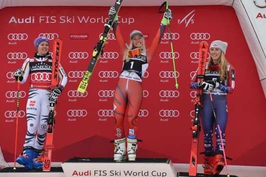 Viktoria Rebensburg, Ragnhild Mowinckel et Mikaela Shiffrin, sur le podium à Ofterschwang, le 9 mars.