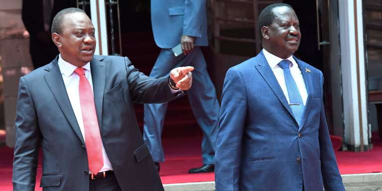 Le 9 mars 2018 à Nairobi, rencontre du président kényan Uhuru Kenyatta avec son opposant historique Raila Odinga, qui s'était proclamé « président du peuple » après sa défaite lors de la présidentielle d'octobre 2017.