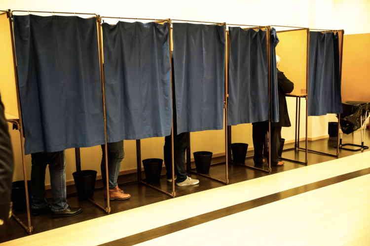 Vote des militants pour les nouveaux statuts du FN.