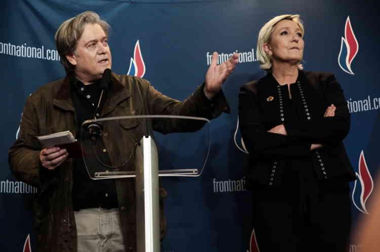 Conférence de presse de Marine Le Pen avec l'ancien conseiller américain à la présidence, Steve Bannon.