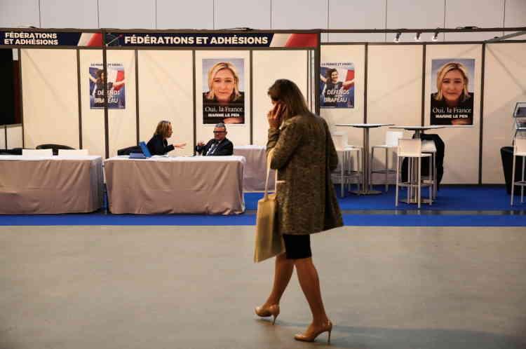 Les stands des fédérations du parti, lors du XVI e congrès du FN.